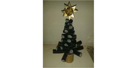 Juletræ lavet af træstykker